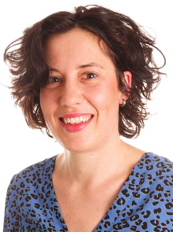 Annie Kok, trainster van de Kapperscursus 'Huid en haar'